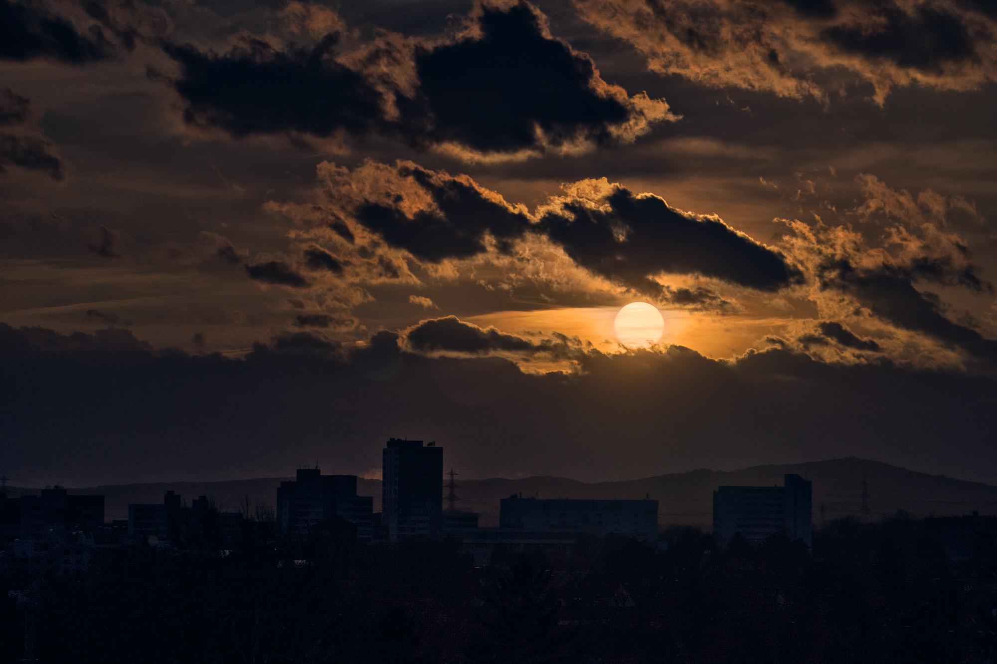 expresskasse / Wolken und Sonne