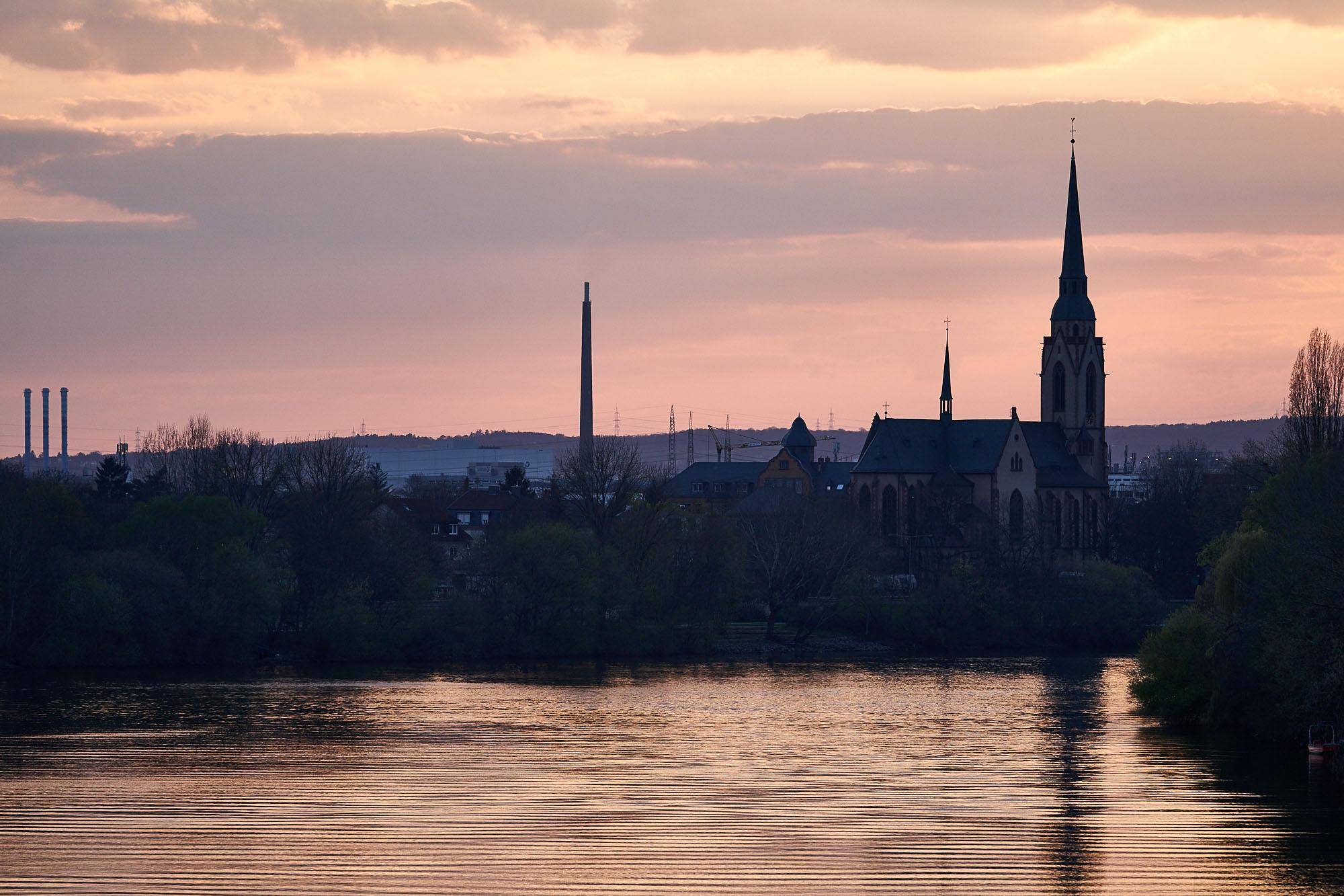 expresskasse / Fluss mit Kirche und Industriepark