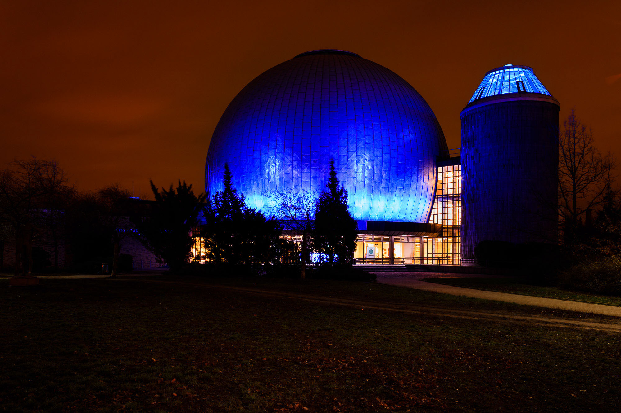 danny / Planetarium