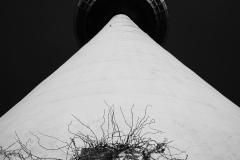 Turm in der Dunkelheit.