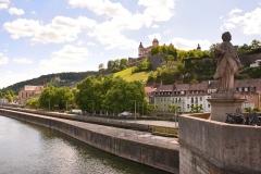 in Würzburg auf der Alten Mainbrücke