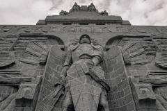 Erzengel Michael am Voelkerschlachtdenkmal -  (Pentacon6tl,Flektogon 4/50, BerggerPancro400)