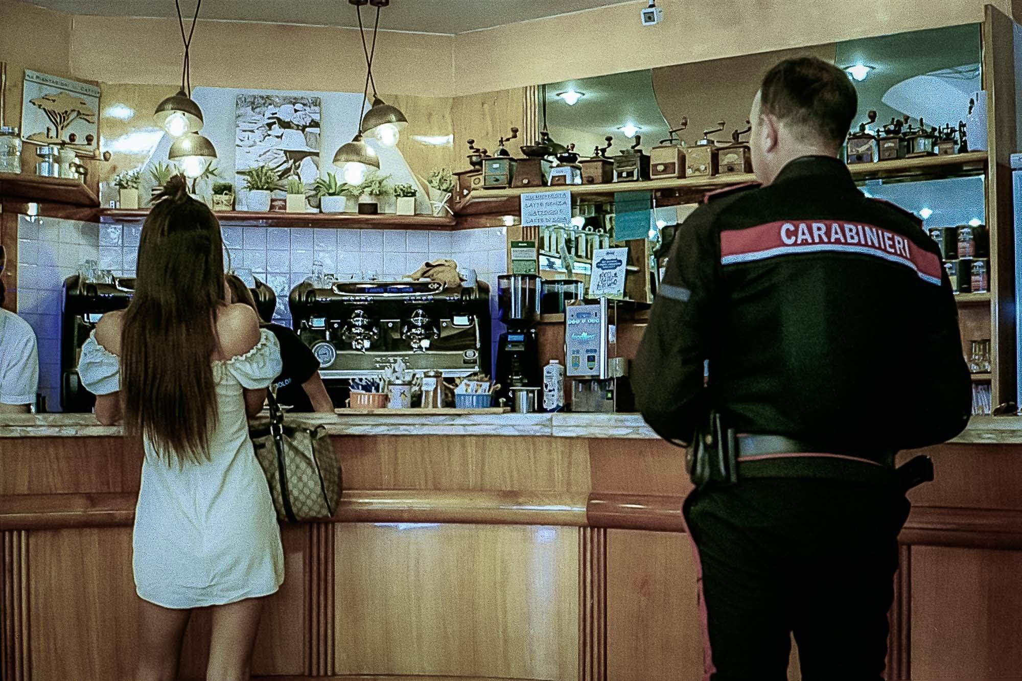 Augenblick in einer italienischen Bar (M6ttl, Kodak Color 200)
