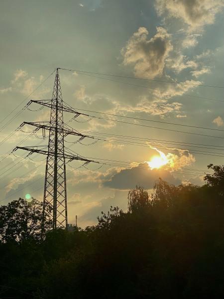 Lichtbogen zwischen Stromleitungen