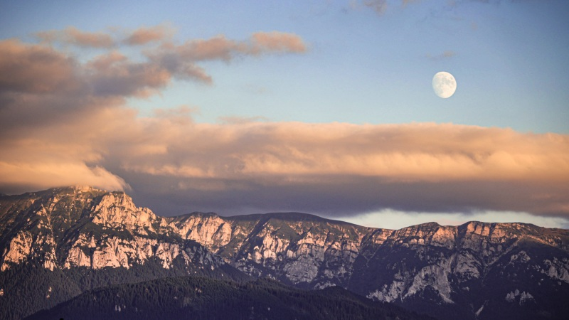 Moon over (Bucegi) Mountain