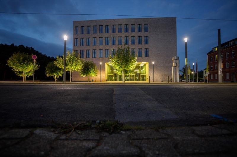 Amtsgericht in der blauen Stunde