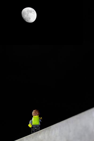 Lego-Fotograf und der Mond
