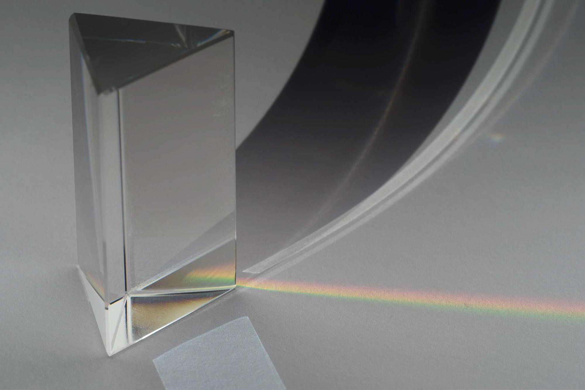 Licht, in Anteile verschiedener Wellenlänge zerlegt