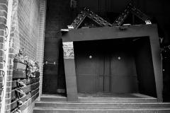 danny / schiefe Tür