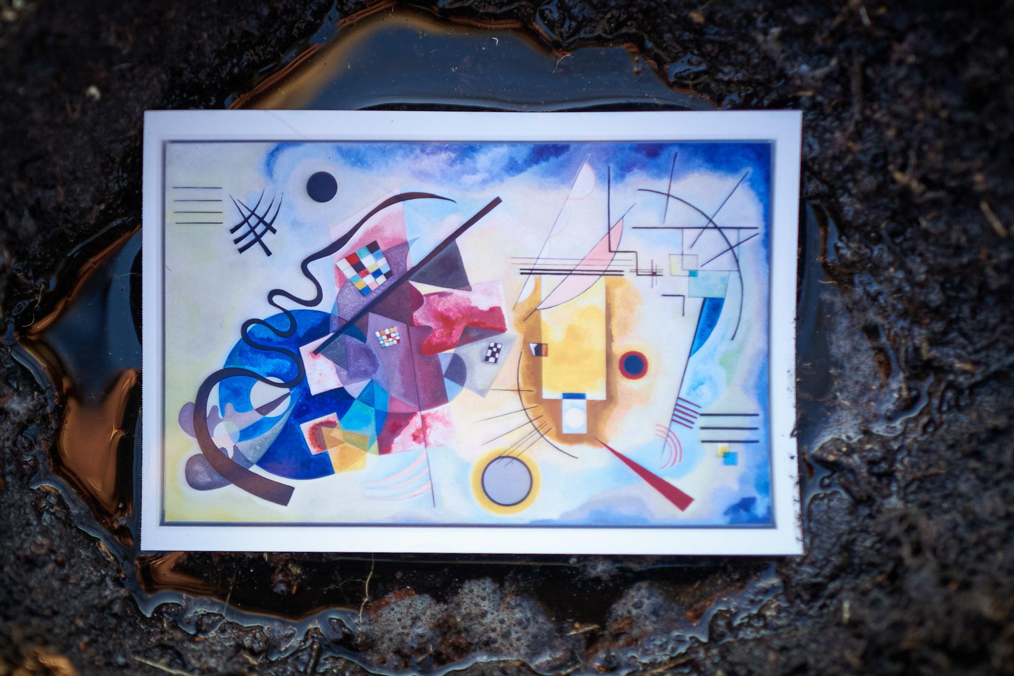 Kandinsky in der Pfütze