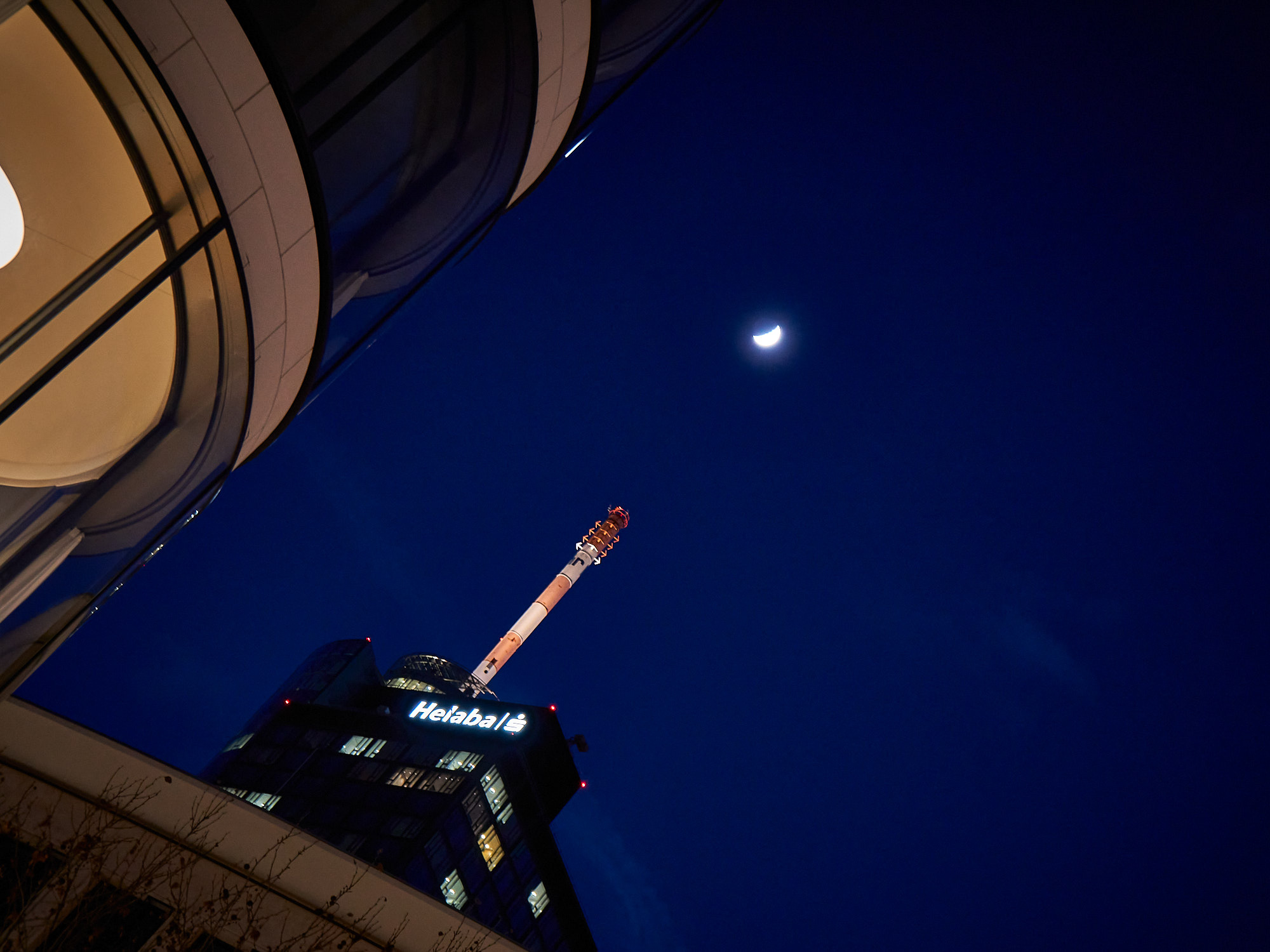 Maintower-Mond