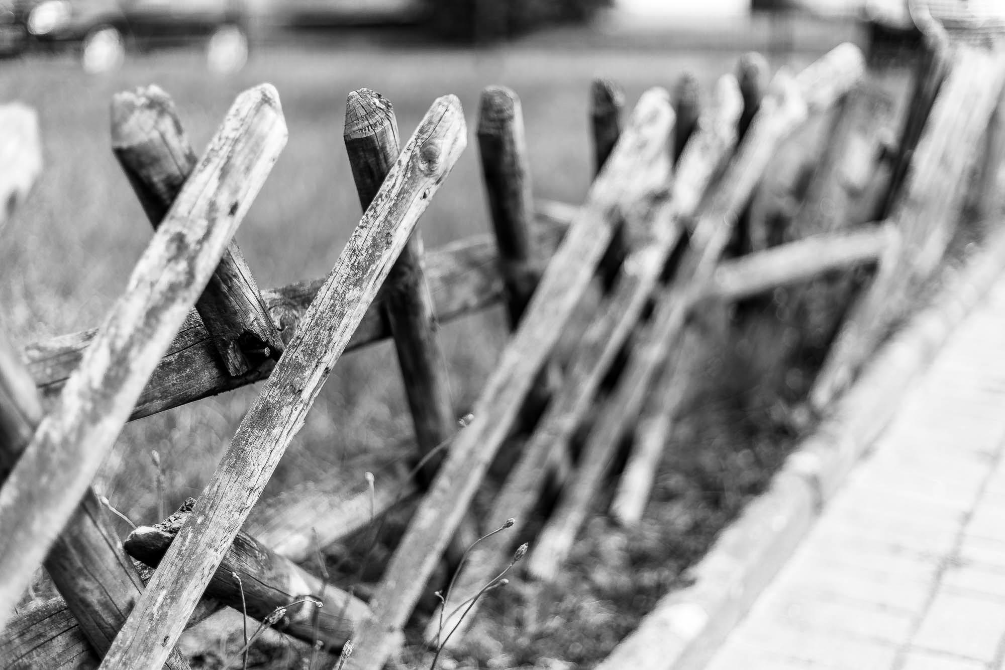 Nicht mehr alle Latten am Zaun