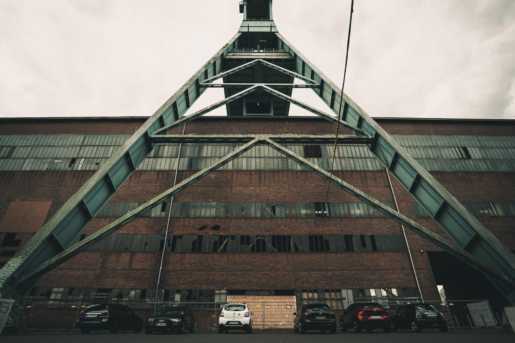 Zeche Ewald - Zerbrochene Scheiben am Maschinenhaus