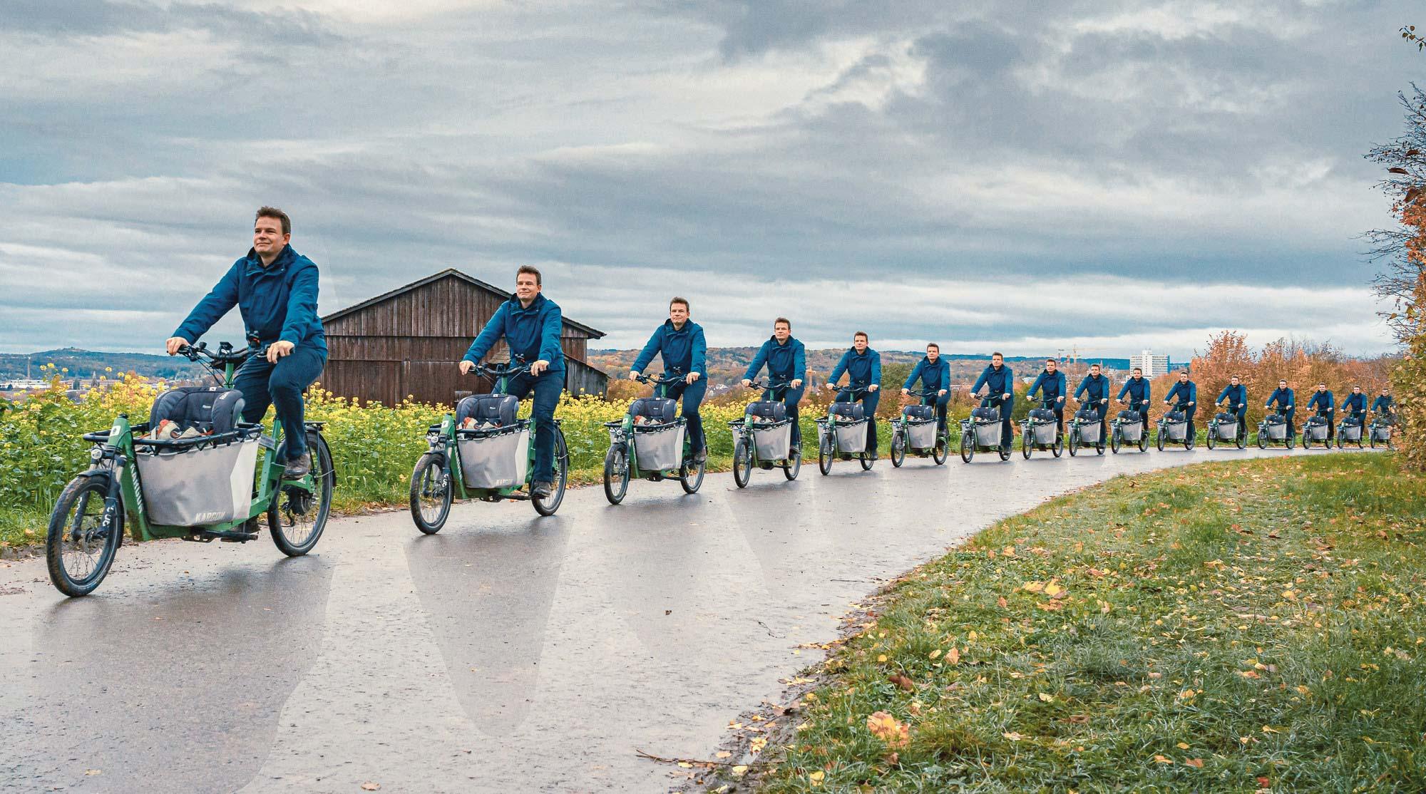 Vorwärts unterwegs mit den Fahrrad, mit Rücksicht auf die Natur. Die Wiederholung übernimmt Photoshop... Schweres Ding 😎