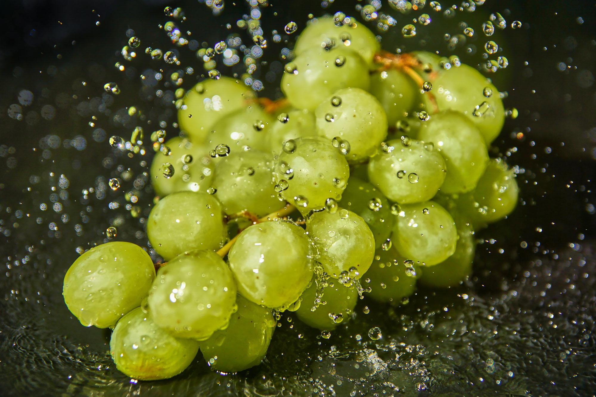 Weintrauben im Regen