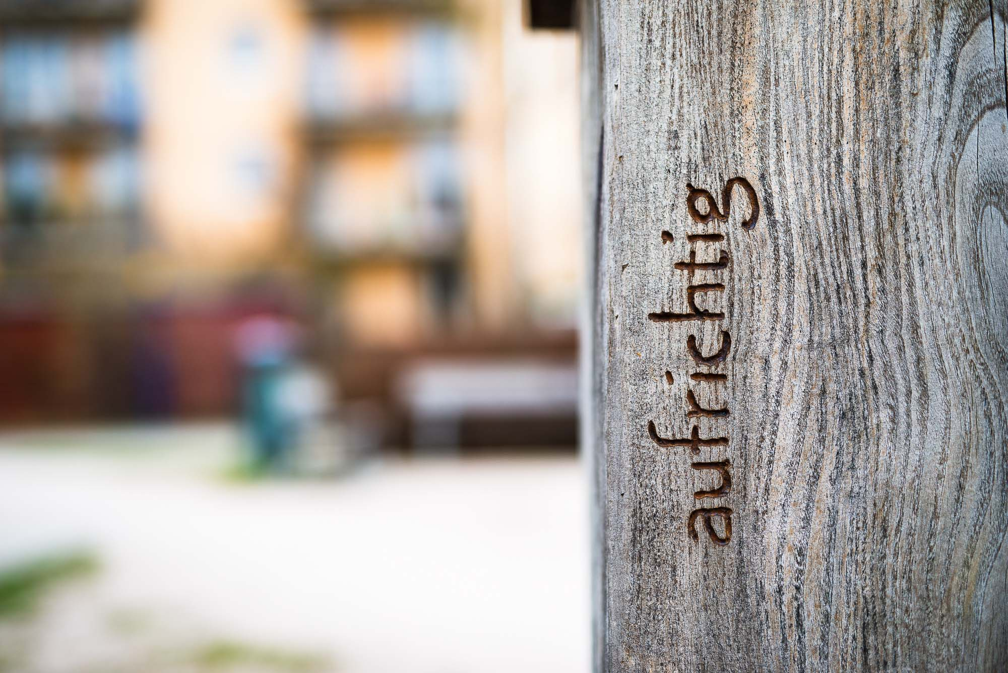 aufrichtig. Inschrift auf dem Georg Elser - Denkmal in Freiburg-Vauban