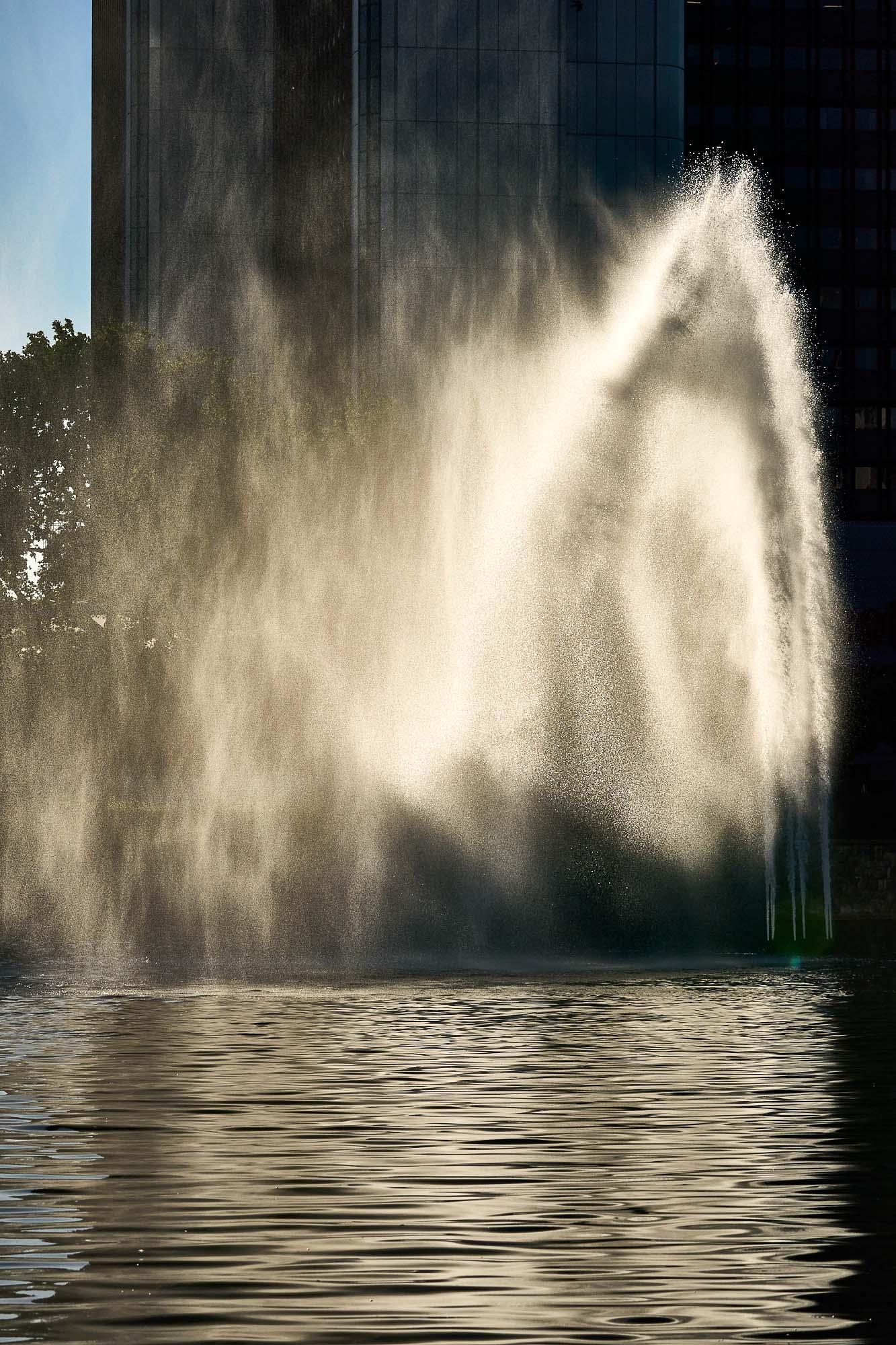 expresskasse / Fontaine im Wind