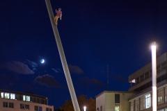 expresskasse / Man walking to the sky